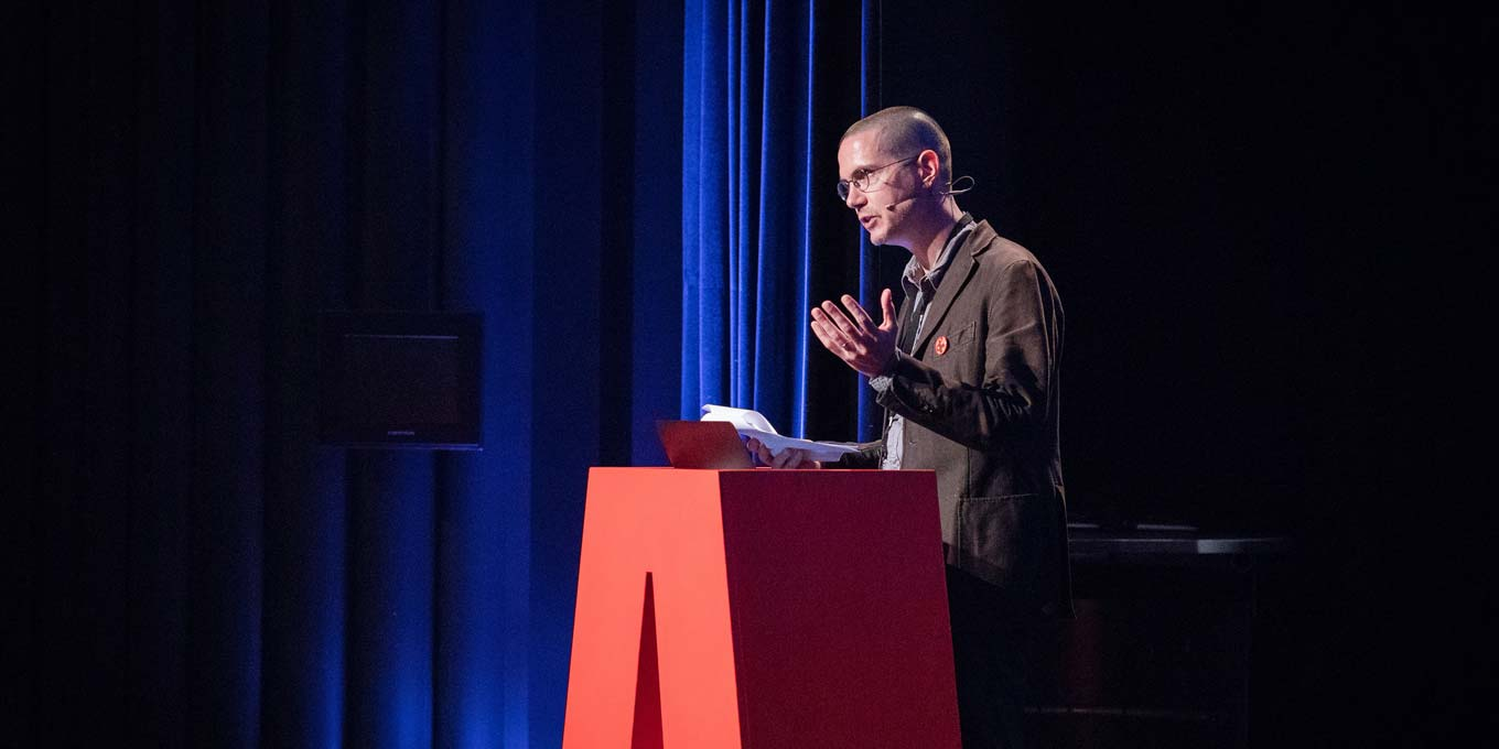 "Photograph by Norman Posset of Cyrus Highsmith presenting ""Pulling out of the concept 'subordinate Latin'"" at ATypI 2017 Montreal."