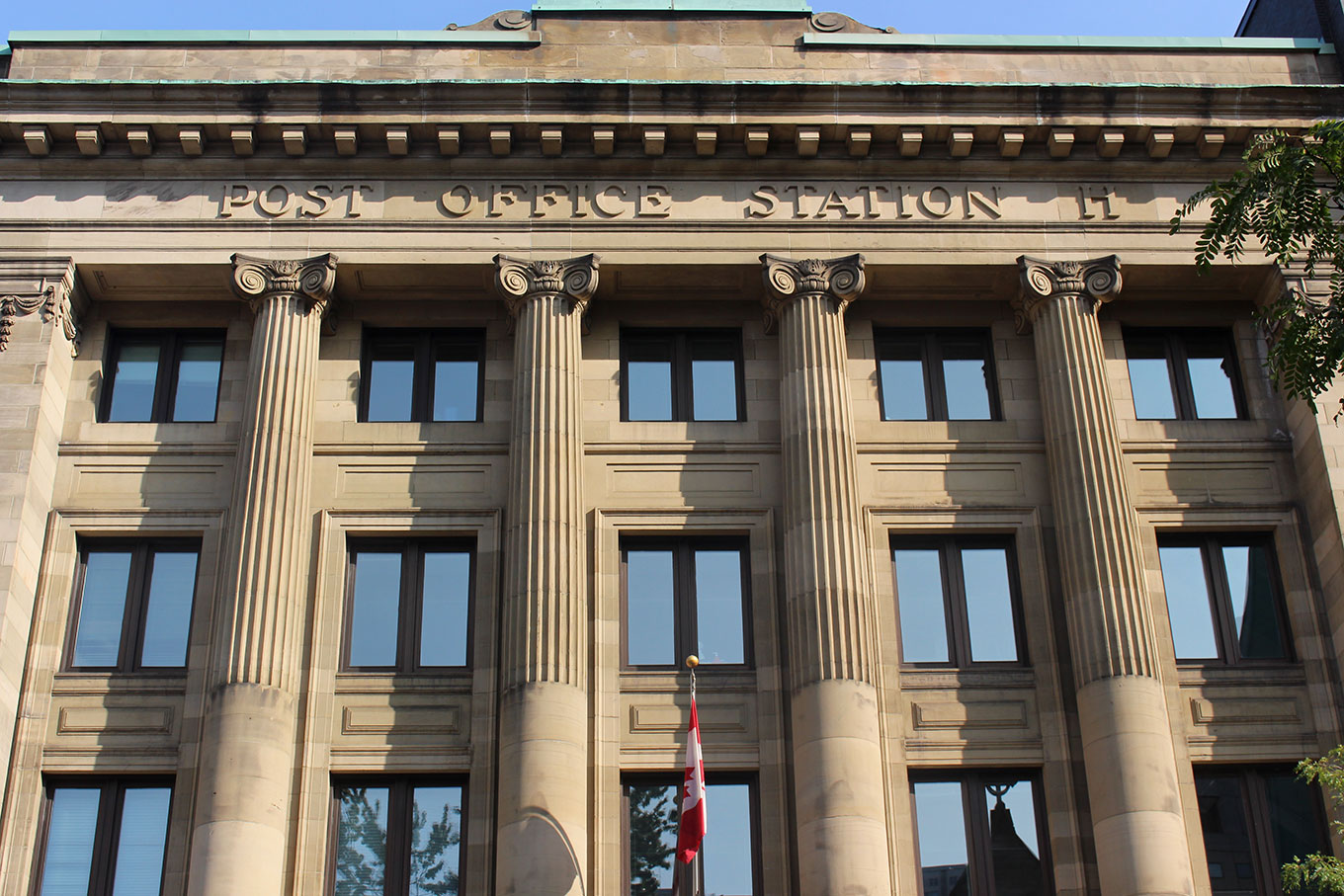 Raised limestone inscription on the facade of Post Office Station H on the rue Ste-Catherine.